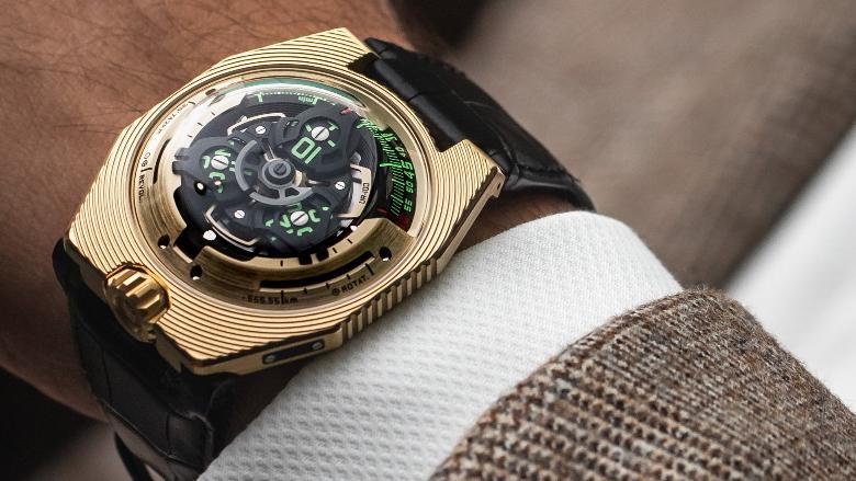 UR-100 Electrum on wrist